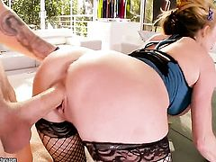 Blonde Taylor Wane is on the way to orgasm with hard ram rod in her love hole