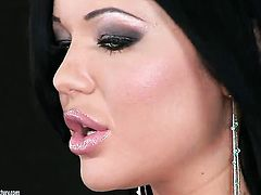 Angelica Heart with juicy breasts enjoys guys meat stick in her mouth in steamy oral action