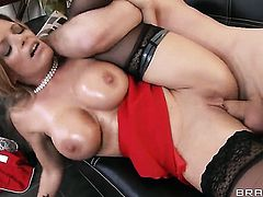 Kristal Summers with big breasts keeps her legs apart to be used over and over again by James Deen
