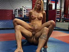 Svelte blondie Jessica Drake rides her fighter on top on the ring