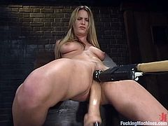 Hot blonde Harmony is having some fun indoors. She spreads her legs wide open and gets her snatch smashed by a fucking machine.