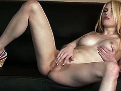 Jayme Langford gives a closeup view of her twat as she masturbates