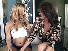 Sex crazed whore licking Raquel Devines bush like it aint no thing in steamy lesbian action