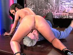Stunning black haired bombshell Jenna Presley with delicious ass and big firm boobs has loud orgasms in wild sixty nine with blonde Evan Stone and gives him memorable blowjob.