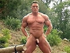 Bodybuilder poses nude outdoors, drips precum!