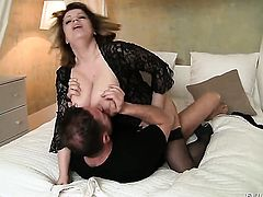 David Perry gets pleasure from fucking devilishly sexy Silvie Wilds mouth