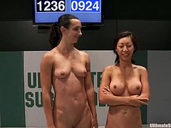 Dia Zerva, Isis Love, Jessie Cox, Tia Ling and Wenona are having a struggle on tatami. They beat each other impetuously and then play with strapons.