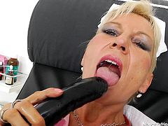 Head Nurse Ellen is all alone in her office and feels horny. The blonde whore doesn't spares her time and begins to self satisfy. She spreads her legs on the gynecology table and stretches her vagina with a big black dildo. Then, she grabs a plastic speculum and inserts it in her pussy. What a naughty nurse!
