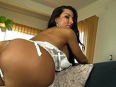 Voluptuous brunette milf Brianna Jordan likes posing when deep stimulating her fresh twat
