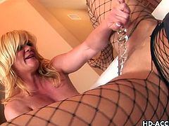 Watching these two mature blonde beauties will get you off. Sexy Ginger Lynn, Debi Diamond are all for pleasuring each other. Hot pussy licking and shaved pussy fun ensures and then they use a glass dildo to fuck each other and that only makes it hot