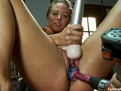 Shinny blondie is using vibrators in assistance to the machine