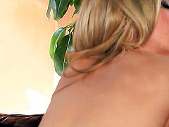 Sophia Knight spends time fingering her pussy