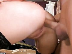 Blonde Teena Dolly lets guy enter her enter the exit-door in anal action