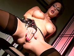 This sexy solo model has a great shaved pussy and she knows how to use it. Nice little snatch on this wicked raunchy hottie