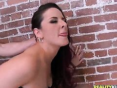 Brunette Caroline Pierce gets pleasure with erect pole in her mouth