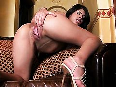 Layla Rose gives pleasure to herself using vibrator