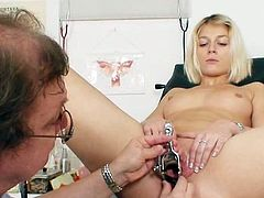 Sweetie loves feeling this horny doc stretching her vag during gyno exam