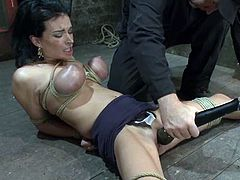 Here is that BDSM video that you must have been looking for. A sexy doll Bailey Brooks gets tied up and vibrated till she reaches orgasm!