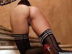 Dana DeArmond takes Bill Baileys tool up the back swing