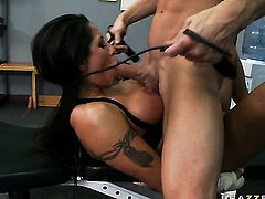 Johnny Sins gets seduced into fucking by Jenaveve Jolie with massive hooters