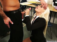 Bill Bailey seduces Perfect bodied wench Jessie Volt with bald pussy into fucking