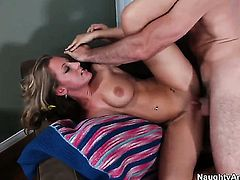 Charles Dera gives breathtakingly hot Lizzy Londons bush a try in sex action