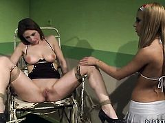 Blonde bombshell Nikky Thorne gives Melissa Sweet's pussy a try in lesbian action