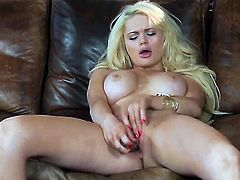 Alexis Ford gets naked to give a close-up view of her wet hole in solo scene