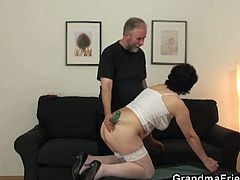 Grandma Friends brings you an amazing free porn video where you can see how a horny brunette mature takes on two hard cocks while assuming some very interesting poses.
