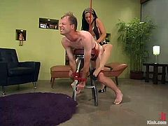 Submissive dude Jack is eager to get his punishment for being such a nasty boy. Mika Tan ties him up and beats him with a lash and then slams his asshole with a massive strapon.