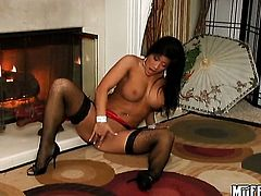 Brunette Roxy Jezel plays with her dripping wet wet spot after posing naked