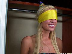 Be pleased with one another hot Brazzers blowjob sex tube video for free. Naughty blonde with blind folded eyes gives her boyfriend blowjob standing on her knees.