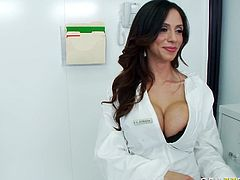 Boobalicious MILF Ariella Ferrera gives head to police officer