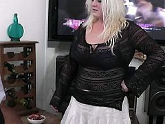 Check out this horny blonde pumper seducing her boss. She started sucking his cock to make it rock hard and received hardcore drilling in her horny pussy from behind.