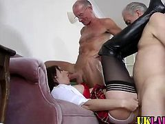 Threesome with mature ho sucking cock and getting fucked