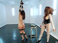electricity loving girls play kinky