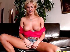 Jordan Ash gets turned on by Blonde Victoria White and then bangs her mouth