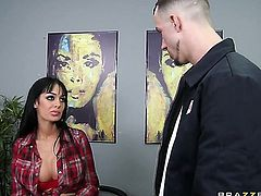 Criss Strokes gets pleasure from fucking passionate Angelina Valentine's snatch