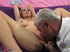 This unbelievable hot babe has flawless body with drives crazy every man. This lucky dude fucked this outstanding blonde cum all over her body.