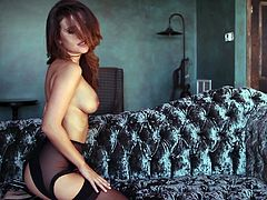 Have a look at this hot solo scene where this gorgeous hottie leaves you speechless as she takes off her clothes and shows off her amazing body.