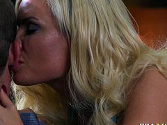 Blonde bombshell Diamond Foxxx is craving for hard flesh in her mouth. Unfortunately, her lover has got health problems so he can not satisfy her. So Diamond seduces the Doctor and sucks his dick deepthroat.