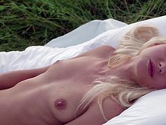 Slender blonde with sexy forms loves posing nude in outdoor solo show