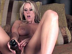 Sensual and naughty blonde babe Carolyn Reese amazes with her solo show