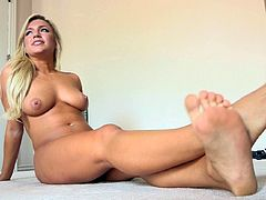Sensual beauty amazes with her nude forms during one naughty solo cam show