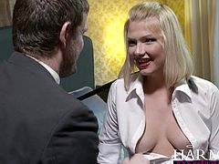 Italian harlot in fishnet stockings gets her stretched anal hole rammed hard