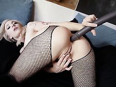 Bailey Blue inserts sex toy in her asshole