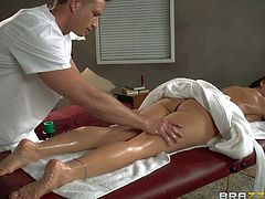 Milf Janet Mason pays a visit to the best masseur in town Bill Bailey. He massages her neat feet at first but her amazing nude body turns him on. He cant keep his hands off her big ass and her huge titties.