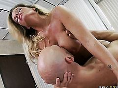 Kristal Summers with gigantic hooters gets impaled on worm by Johnny Sins