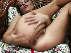 Carmen Gemini with clean pussy is in the mood for pussy fingering