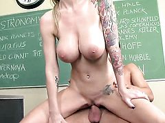 Brooke Banner has oral sex of her lifetime with hot guy